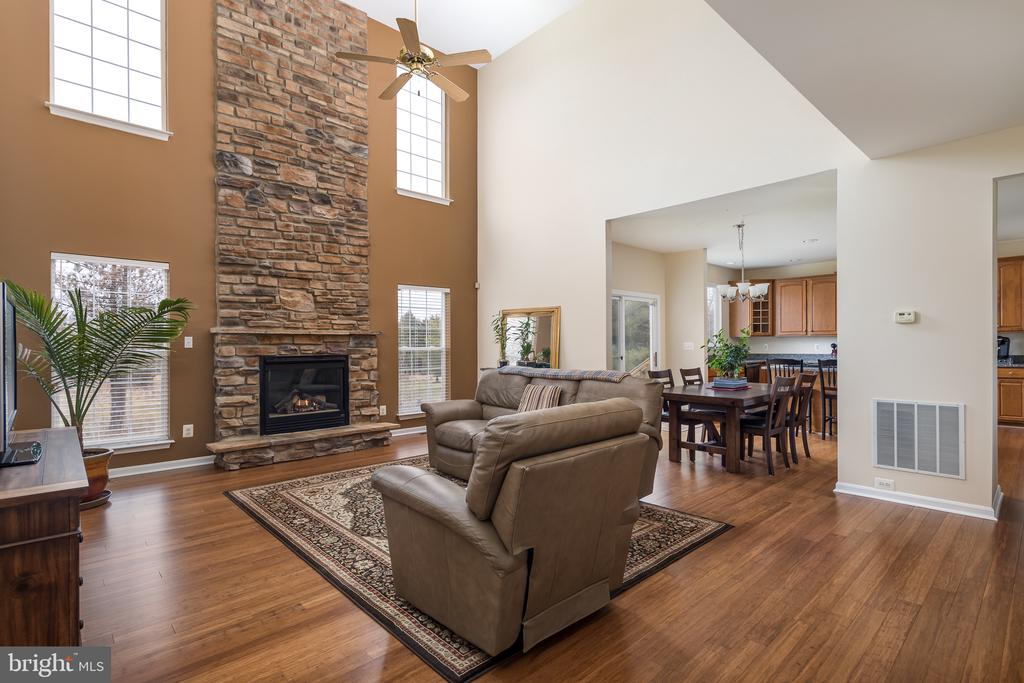 Open concept living space - 11108 STAINSBY CT, BRISTOW