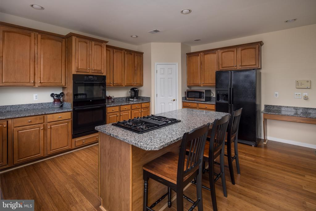 Granite counters - 11108 STAINSBY CT, BRISTOW