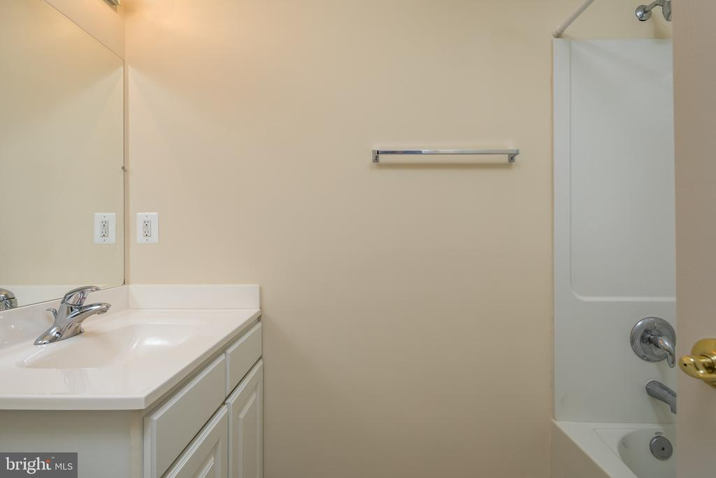 Basement full bath - 11108 STAINSBY CT, BRISTOW