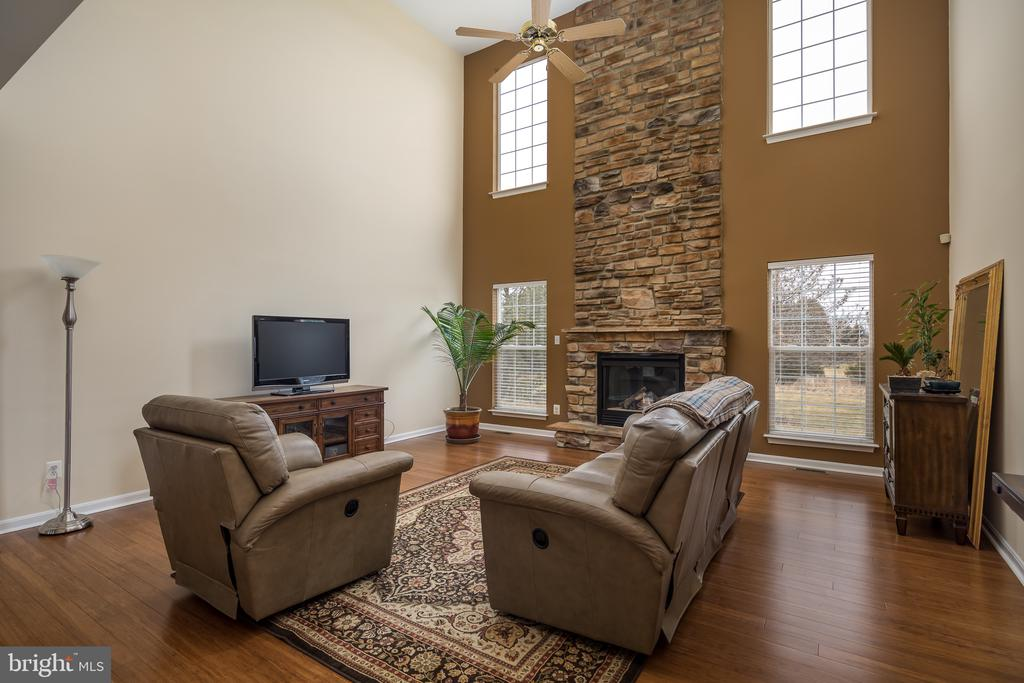 Gorgeous 2-story stone fireplace - 11108 STAINSBY CT, BRISTOW