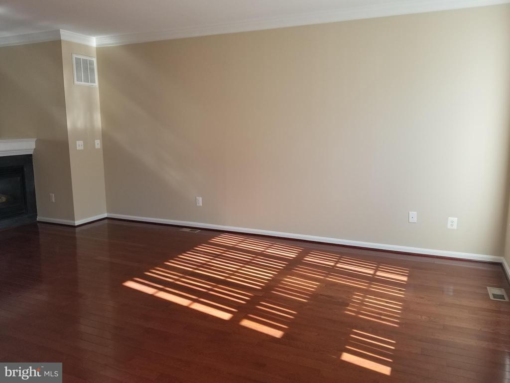 Living Room - 102 SANDPIPER TER, STAFFORD