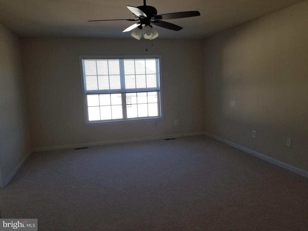 Owner's Bedroom - 102 SANDPIPER TER, STAFFORD