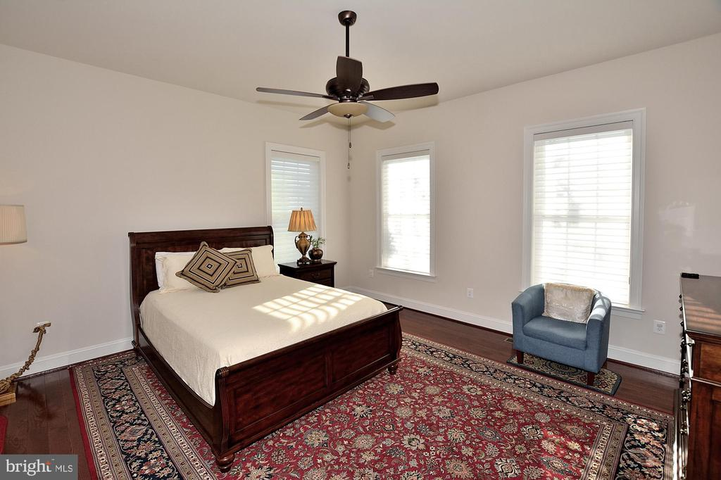 MAIN LEVEL BEDROOM #5 - 42072 MANSFIELD PARK CT, CHANTILLY