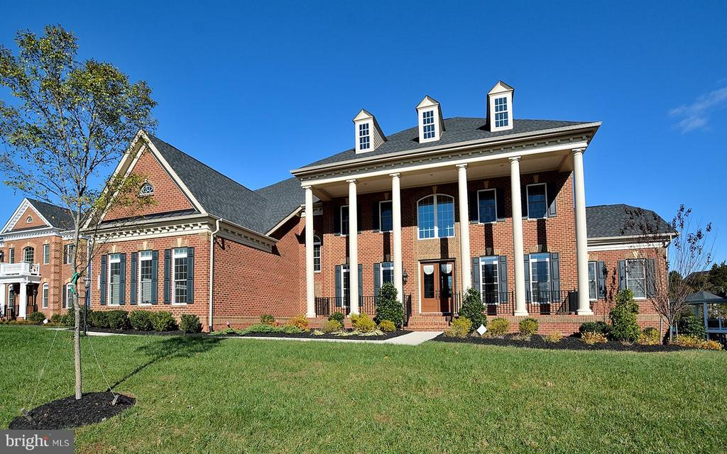 SPECTACULAR BRICK FRONT HOME WITH GRAND ENTRANCE - 42072 MANSFIELD PARK CT, CHANTILLY