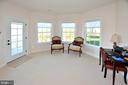 SITTING ROOM WITH EXIT TO PRIVATE BALCONY - 42072 MANSFIELD PARK CT, CHANTILLY
