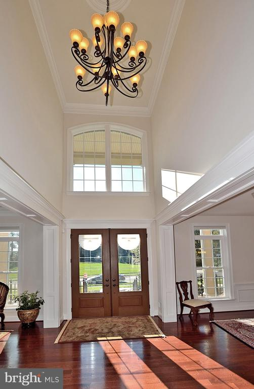 TWO STORY FOYER WITH WOOD FLOORS - 42072 MANSFIELD PARK CT, CHANTILLY