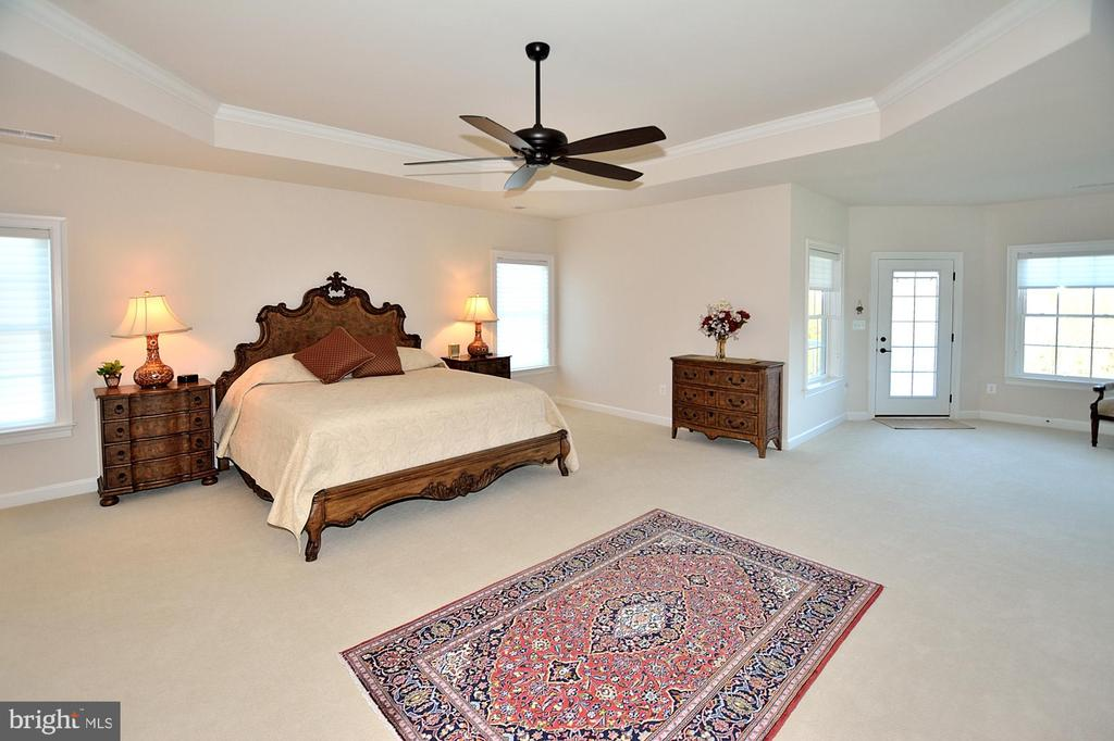 OWNERS SUITE - 42072 MANSFIELD PARK CT, CHANTILLY