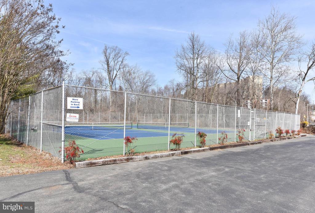 Bren Mar Tennis Courts - 6301 EDSALL RD #621, ALEXANDRIA