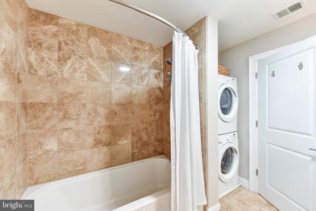Bathroom 2/Laundry Area - 6301 EDSALL RD #621, ALEXANDRIA