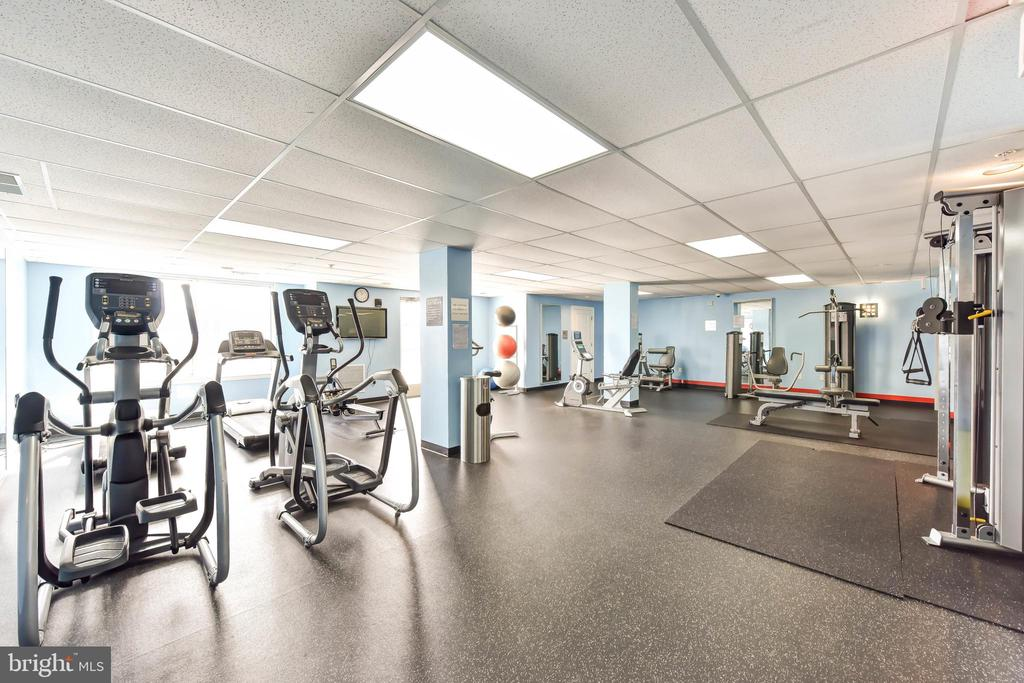 Beautifully Equipped Gym - 6301 EDSALL RD #621, ALEXANDRIA