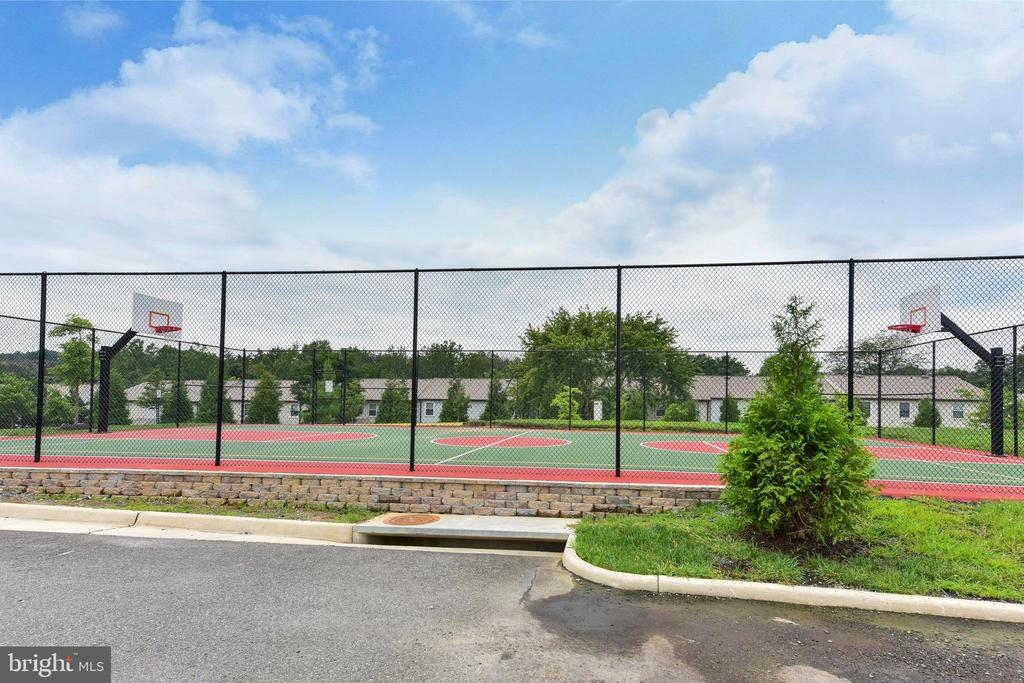 Sport Court for Basketball and Volleyball - 6301 EDSALL RD #621, ALEXANDRIA
