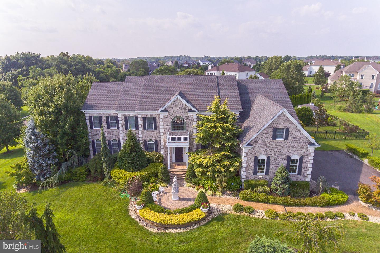 Частный односемейный дом для того Продажа на 2 APPLE BLOSSOM Lane Cream Ridge, Нью-Джерси 08514 Соединенные ШтатыВ/Около: Upper Freehold Township