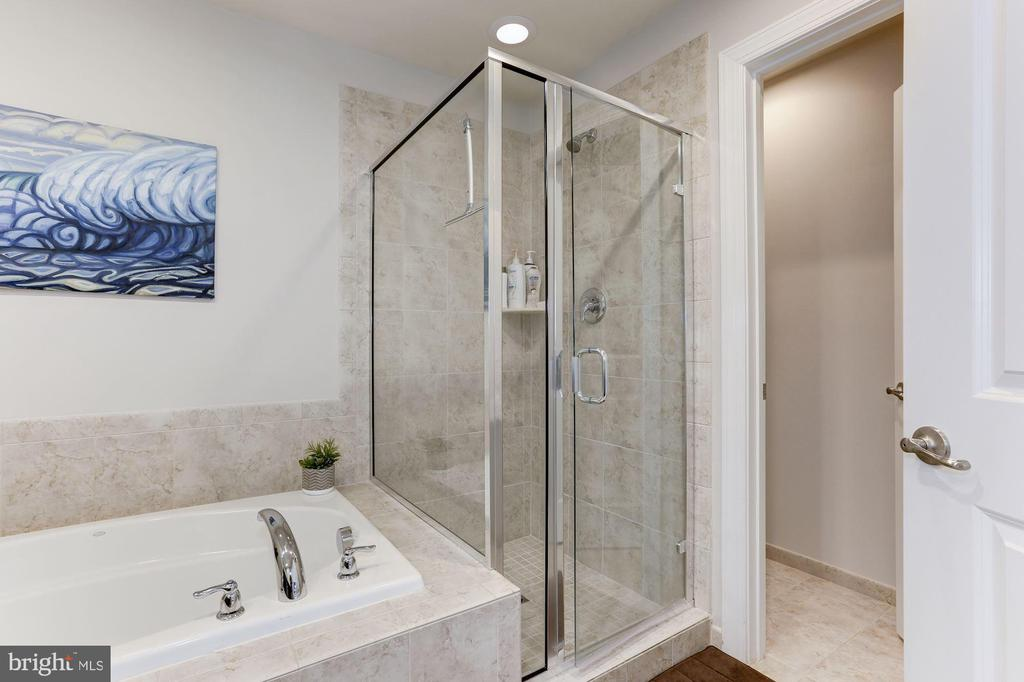 First Upper Level - Master Bath - 3910 MADISON MEWS, FAIRFAX