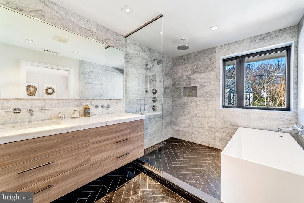 Owner Bath - Waterworks - 2908 ELLICOTT ST NW, WASHINGTON