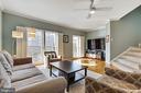 Sunny living room - 906 HARRISON CIR, ALEXANDRIA
