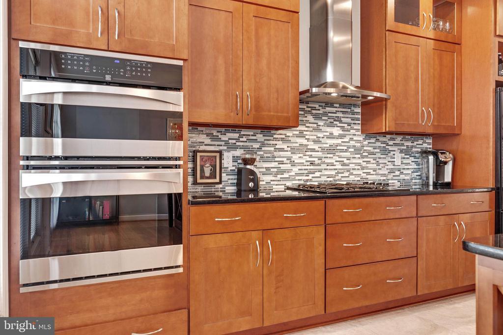 Wall oven/ Microwave - 906 HARRISON CIR, ALEXANDRIA