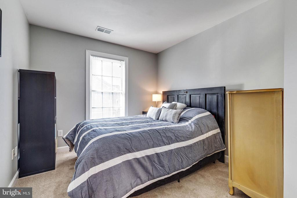 Third bedroom upper level - 906 HARRISON CIR, ALEXANDRIA