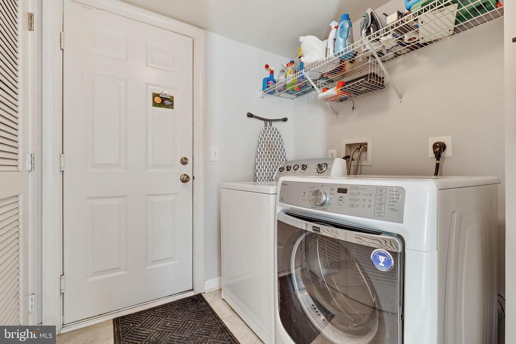 Full size washer/ dryer on lower level - 906 HARRISON CIR, ALEXANDRIA