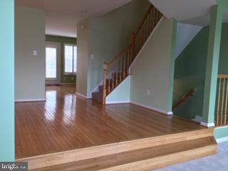 Stairs to upper level bedrooms & lower level rr - 6616 HUNTER CREEK LN, ALEXANDRIA