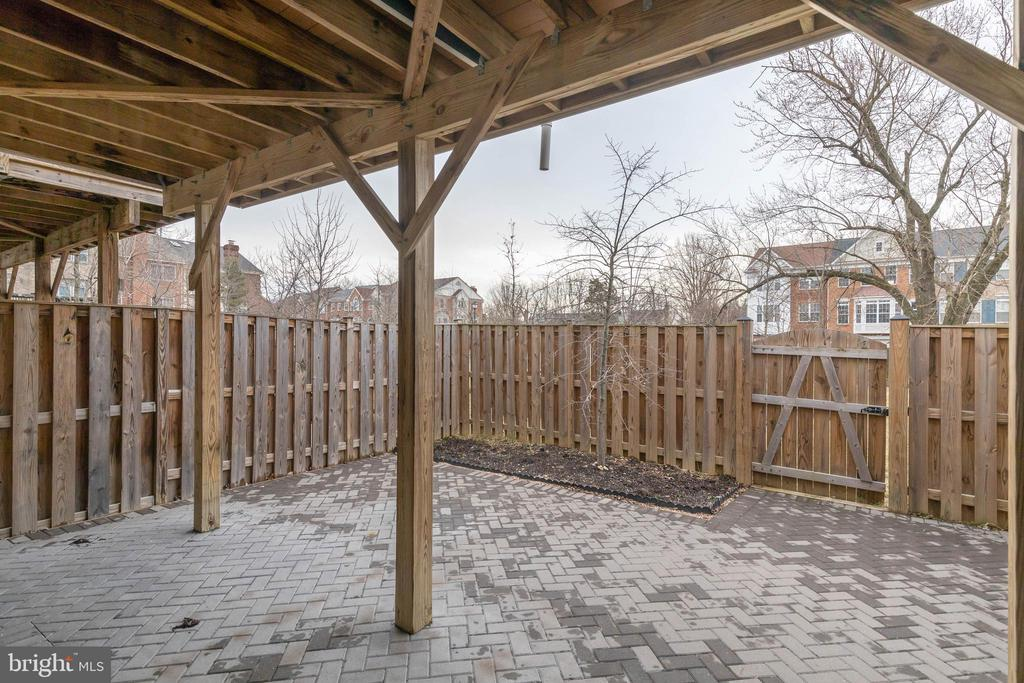 Backyard with lots of potential off lower level - 6255 CASDIN DR, ALEXANDRIA