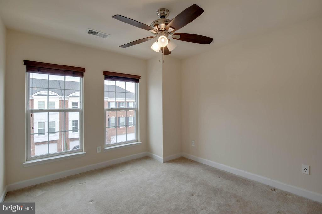 Third bedroom w/ ceiling fan - 6255 CASDIN DR, ALEXANDRIA