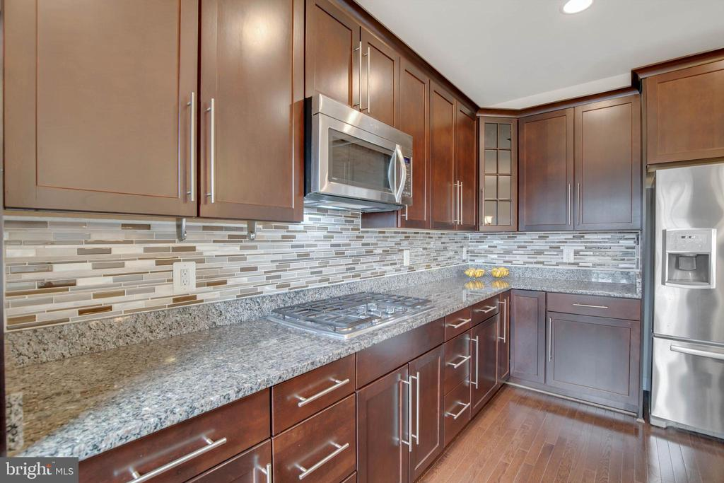 Lovely backsplash, granite countertops, stainless - 6255 CASDIN DR, ALEXANDRIA