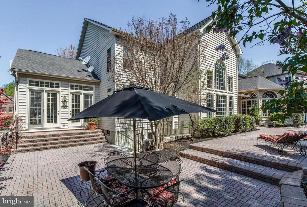 Backyard oasis with patio & extensive hardscape! - 1075 CEDAR CHASE CT, HERNDON