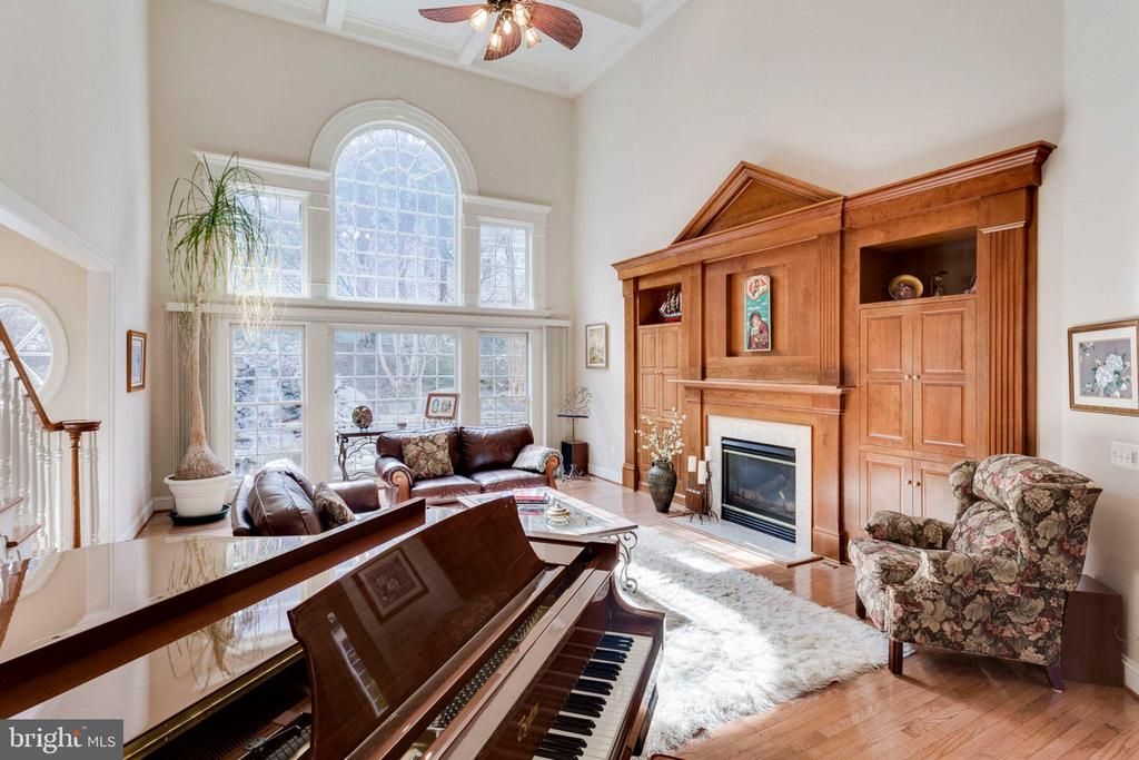 Hardwood floors and gas fireplace! - 1075 CEDAR CHASE CT, HERNDON