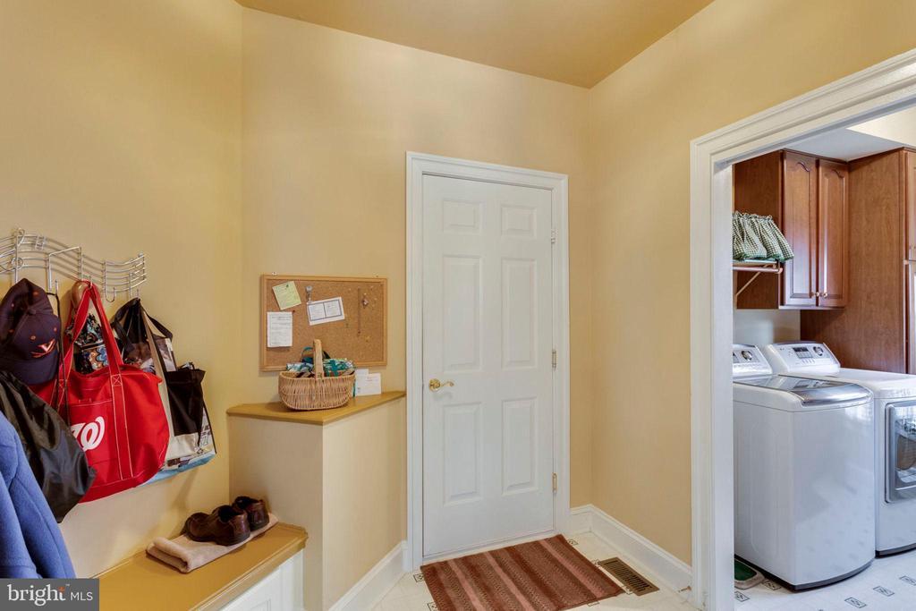 Mud room - 1075 CEDAR CHASE CT, HERNDON