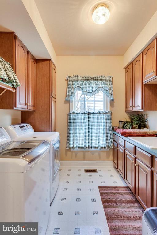 Laundry room - 1075 CEDAR CHASE CT, HERNDON