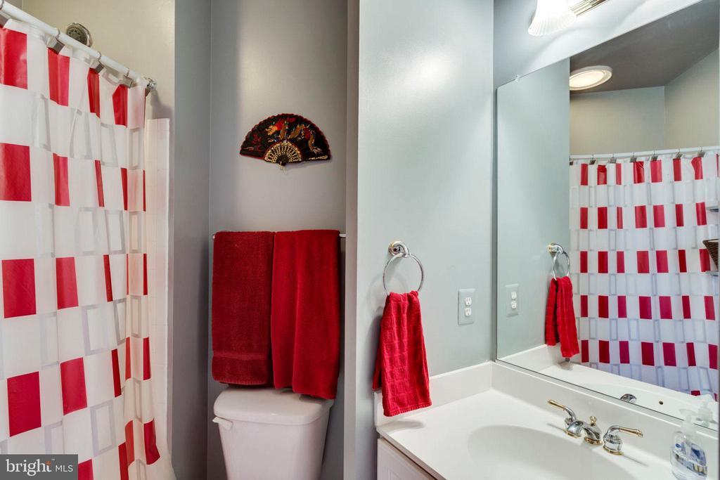 2nd full bath - 1075 CEDAR CHASE CT, HERNDON