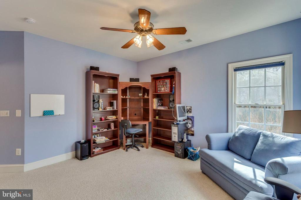 3rd bedroom - 1075 CEDAR CHASE CT, HERNDON