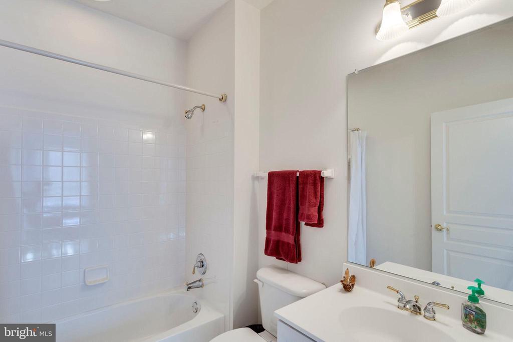 4th full bath - 1075 CEDAR CHASE CT, HERNDON