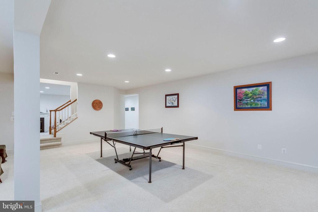 Game room - 1075 CEDAR CHASE CT, HERNDON
