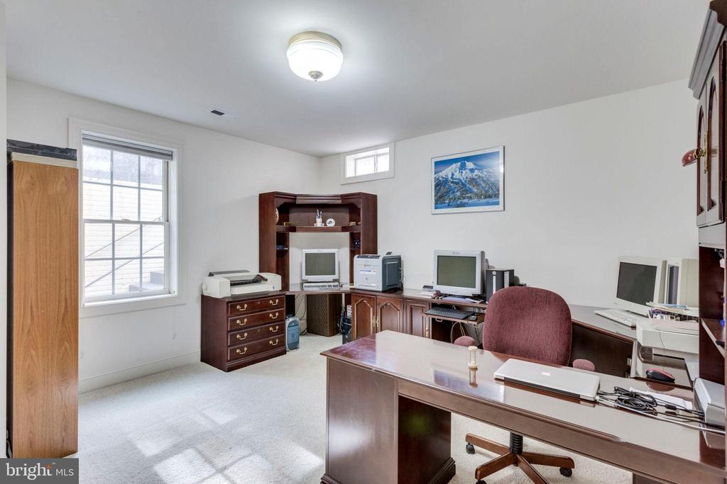 5th bedroom currently used as an office - 1075 CEDAR CHASE CT, HERNDON