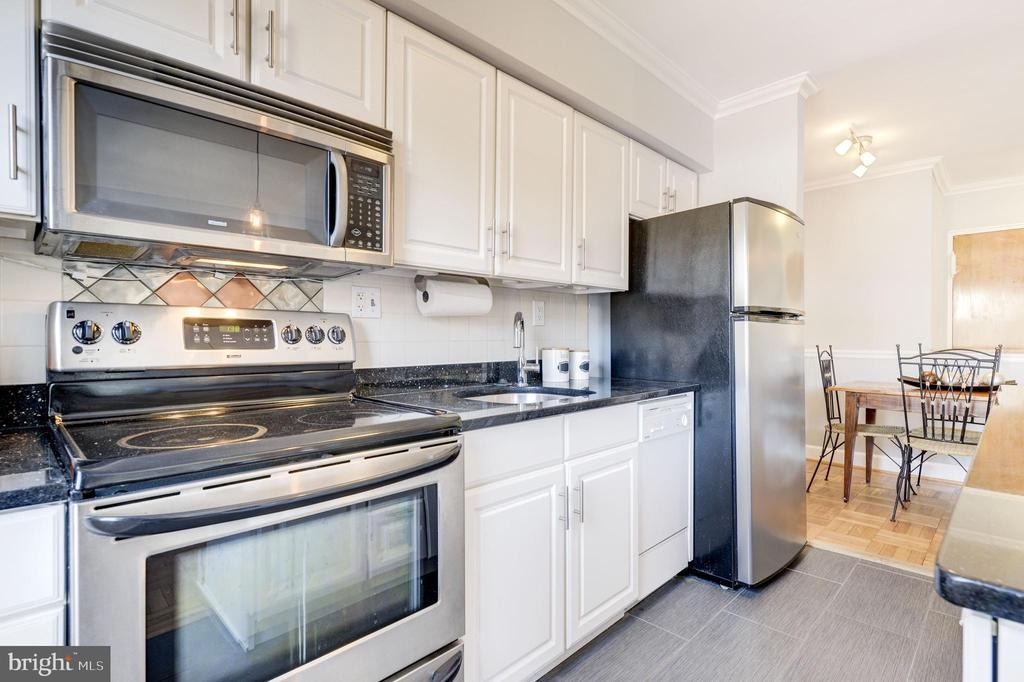 Stainless steel appliances & granite counters - 1315 N ODE ST #722, ARLINGTON