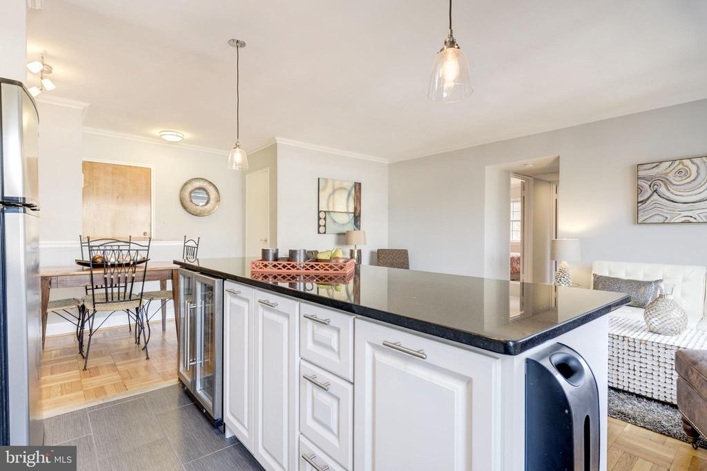 Kitchen overlooks the dining & living area - 1315 N ODE ST #722, ARLINGTON