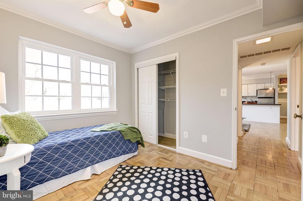 2nd bedroom - perfect for bed, office or den! - 1315 N ODE ST #722, ARLINGTON