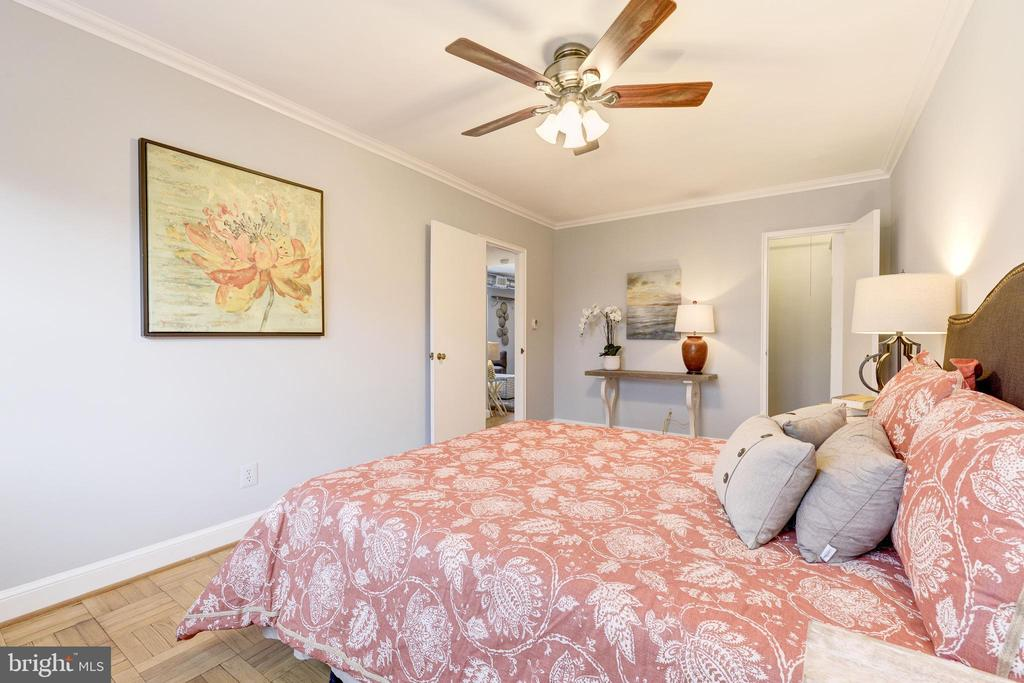 Enough space for dressers! - 1315 N ODE ST #722, ARLINGTON