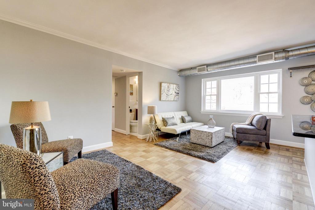 Large living room area! - 1315 N ODE ST #722, ARLINGTON