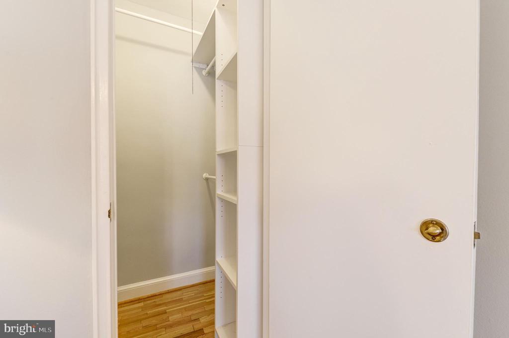 Walk-in closet - 1315 N ODE ST #722, ARLINGTON