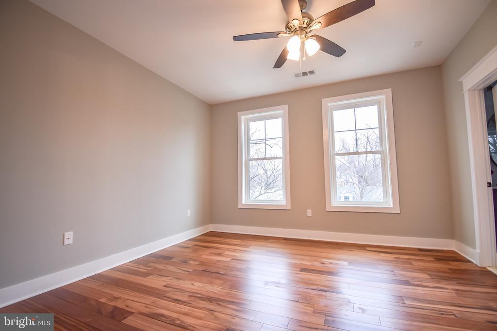 Bedroom 4  with Jack and Jill Bath - 1812 N BARTON ST, ARLINGTON