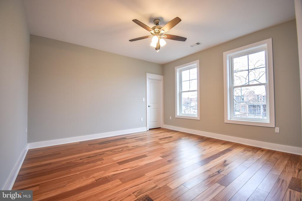 2nd master with attached full bathroom - 1812 N BARTON ST, ARLINGTON
