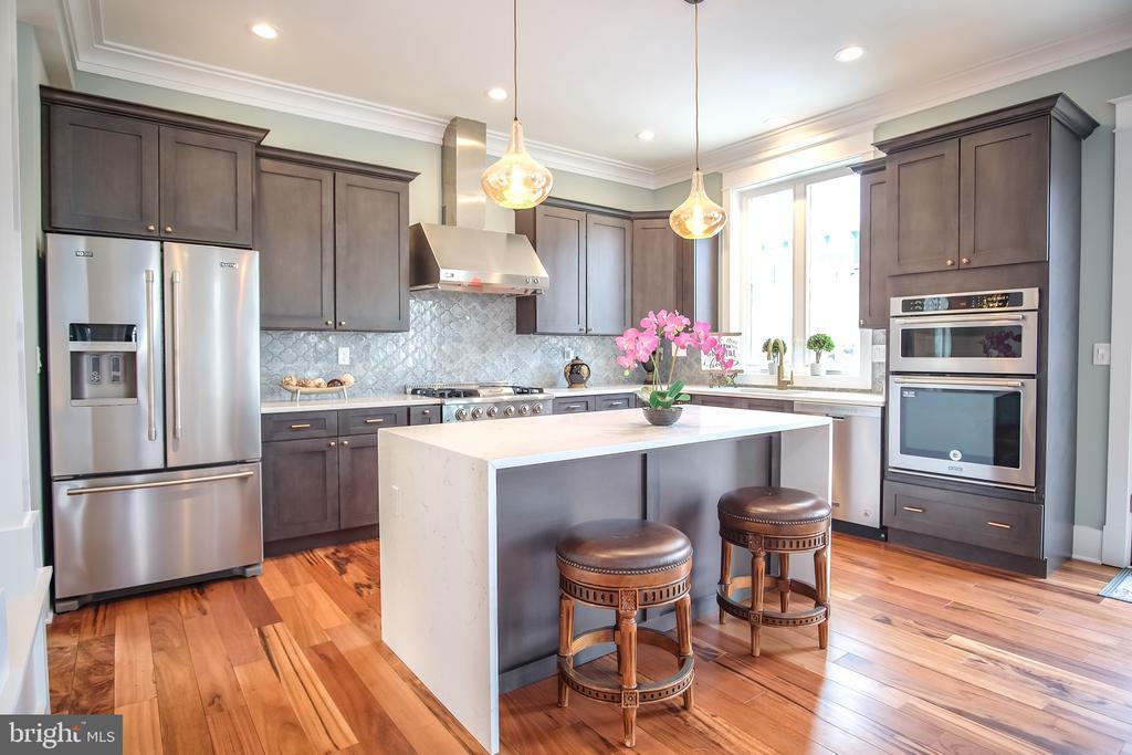Gourmet Kitchen - 1812 N BARTON ST, ARLINGTON
