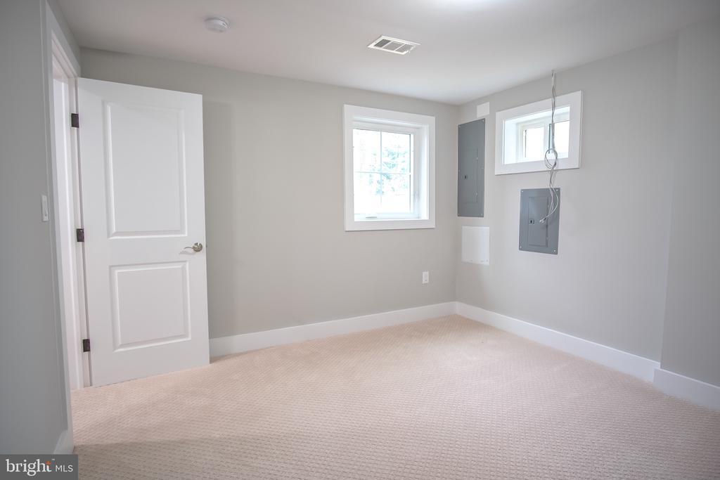 5th bedroom in basement - 1812 N BARTON ST, ARLINGTON
