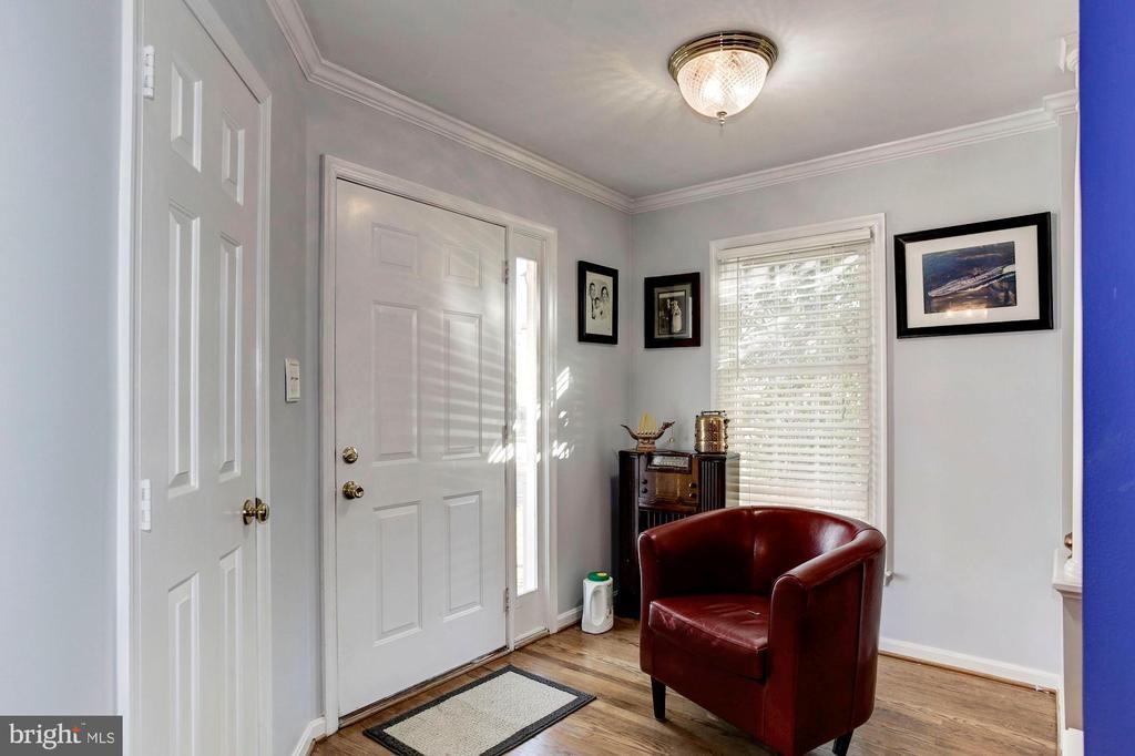 Foyer - 6606 FORSYTHIA ST, SPRINGFIELD