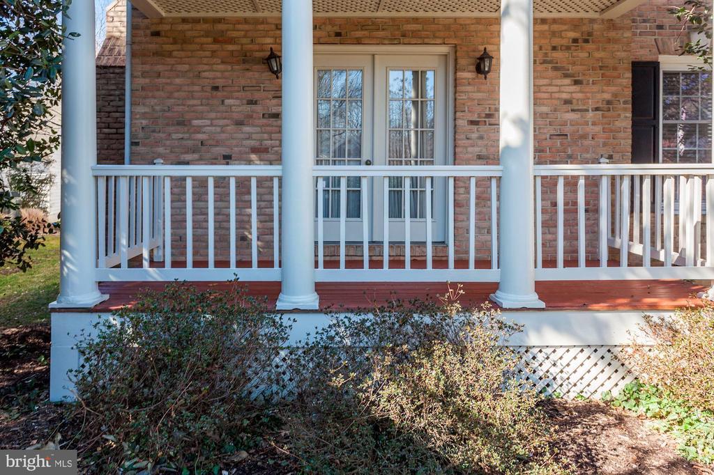Exterior View - 6606 FORSYTHIA ST, SPRINGFIELD
