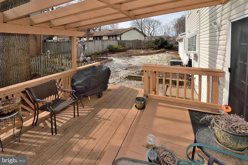 Nice back deck - 15700 CRANBERRY CT, DUMFRIES