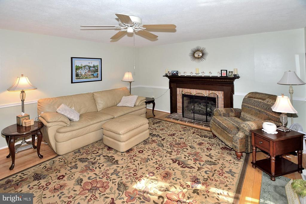 Family Room with gas fireplace - 15700 CRANBERRY CT, DUMFRIES