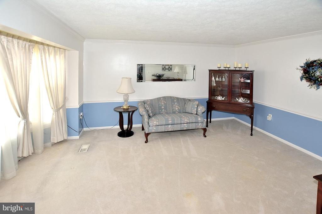 Formal living rm which could be used as an office - 15700 CRANBERRY CT, DUMFRIES